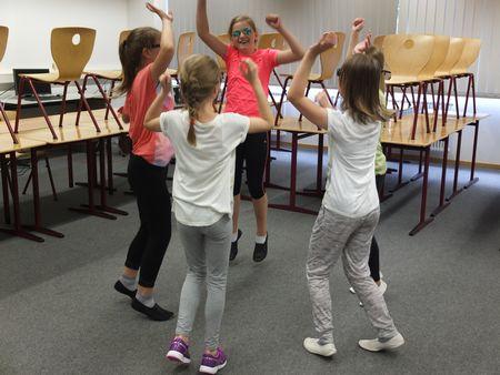 Tanzgruppe2.jpg
